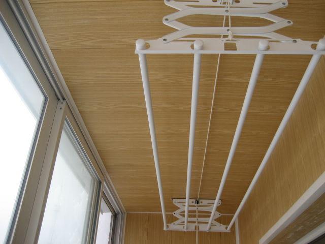 Как выбрать сушилку для белья на балкон? строительные дела.